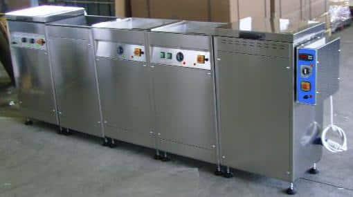 impianto con lavatrice, risciacquo acqua e forno asciugatore ad aria